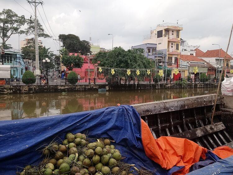 Chợ trên sông ở Lái Thiêu